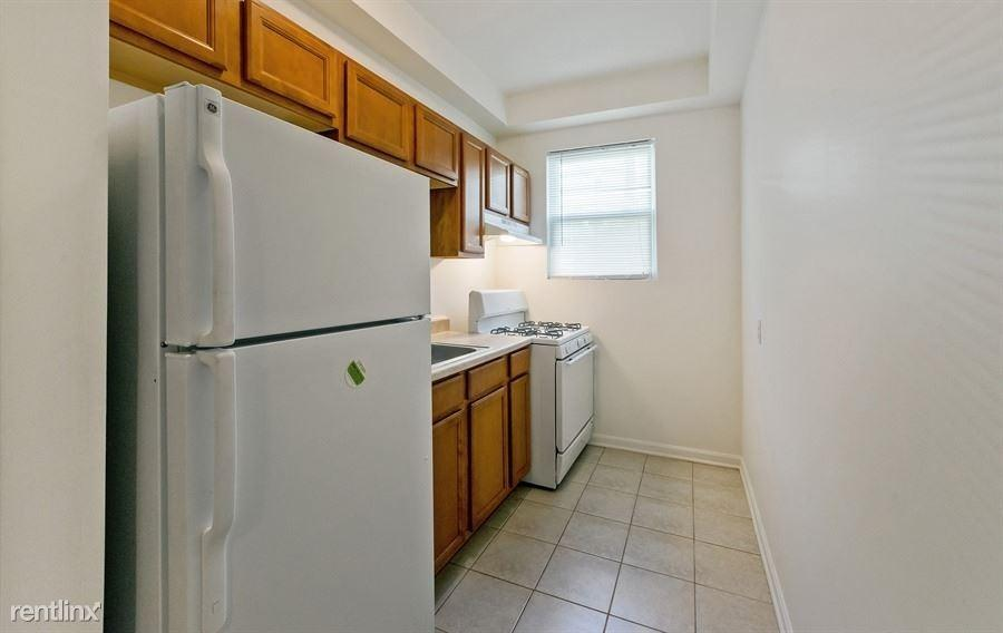 2210 Roslyn Ave, Baltimore, MD 21216