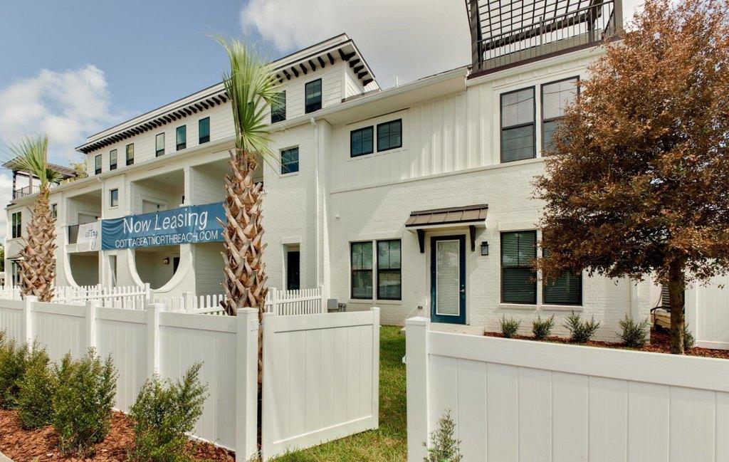 102 Aquatic Dr, Atlantic Beach, FL 32233