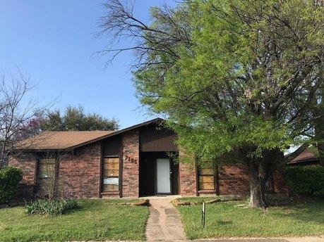7105 Emory Oak Ln, Dallas, TX 75249