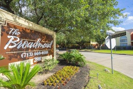 2801 Broadmead Dr, Houston, TX 77025