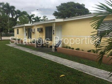 3867 Day Ave Miami, FL 33133