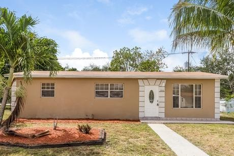 1260 Ne 206th St Miami, FL 33179