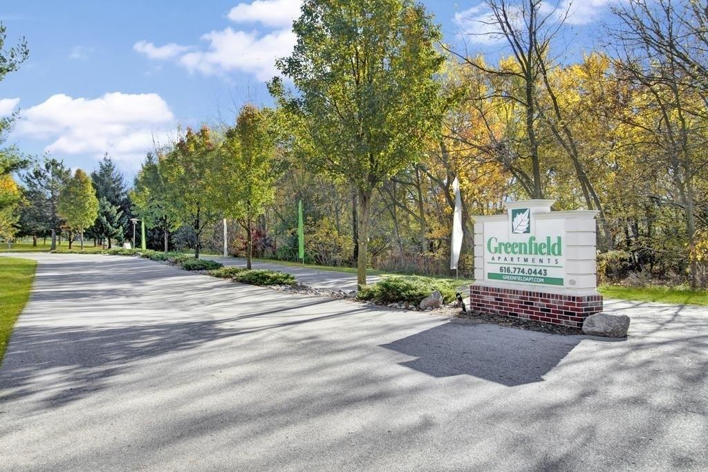 1640 S Greenfield Cir NE, Grand Rapids, MI 49505