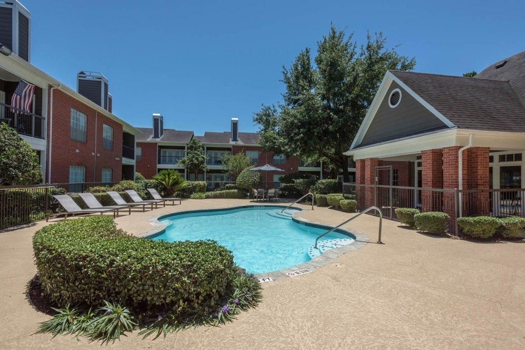 8550 Easton Commons Dr, Houston, TX 77095