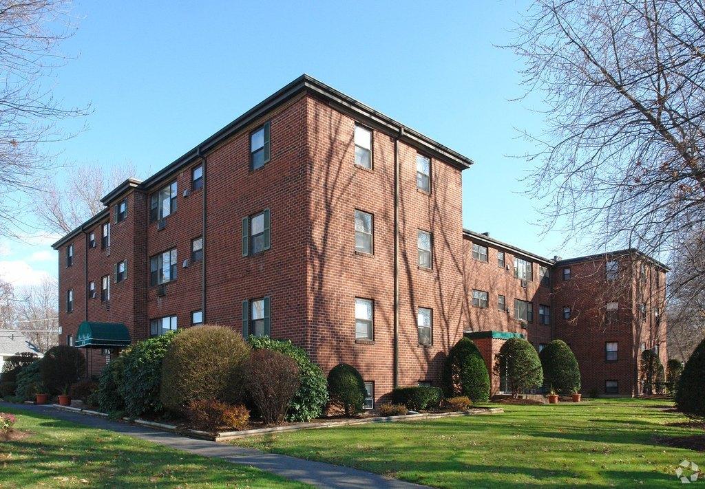 158 Newington Rd, West Hartford, CT 06110