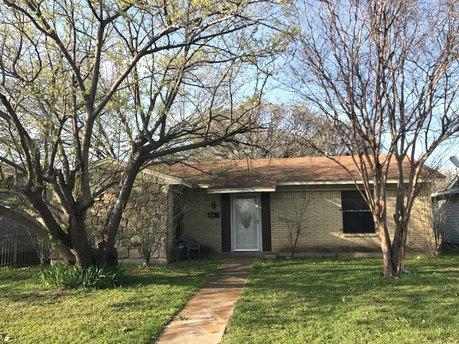9701 Glengreen Dr, Dallas, TX 75217