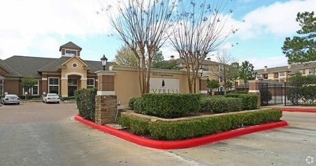 9721 Cypresswood Dr Houston, TX 77070