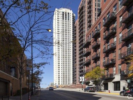 353 N Desplaines St, Chicago, IL 60661