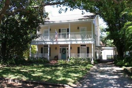 3215 W Lawn Ave Tampa, FL 33611