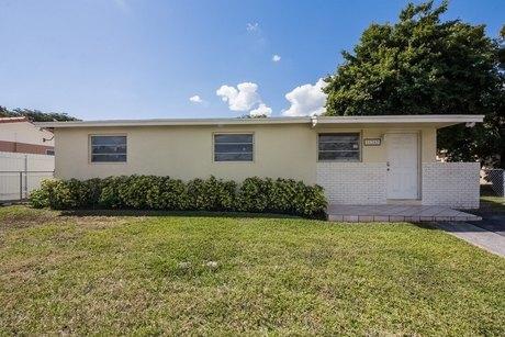 11262 SW 203rd Ter, Miami, FL 33189