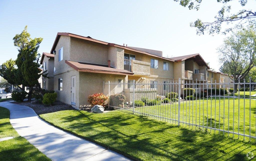 1800 W Avenue J Ave, Lancaster, CA 93534