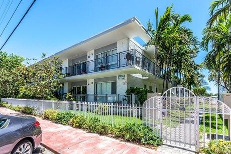 946-948 Bay Dr, Miami Beach, FL 33141