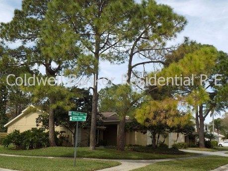 14612 Village Glen Cir Tampa, FL 33618