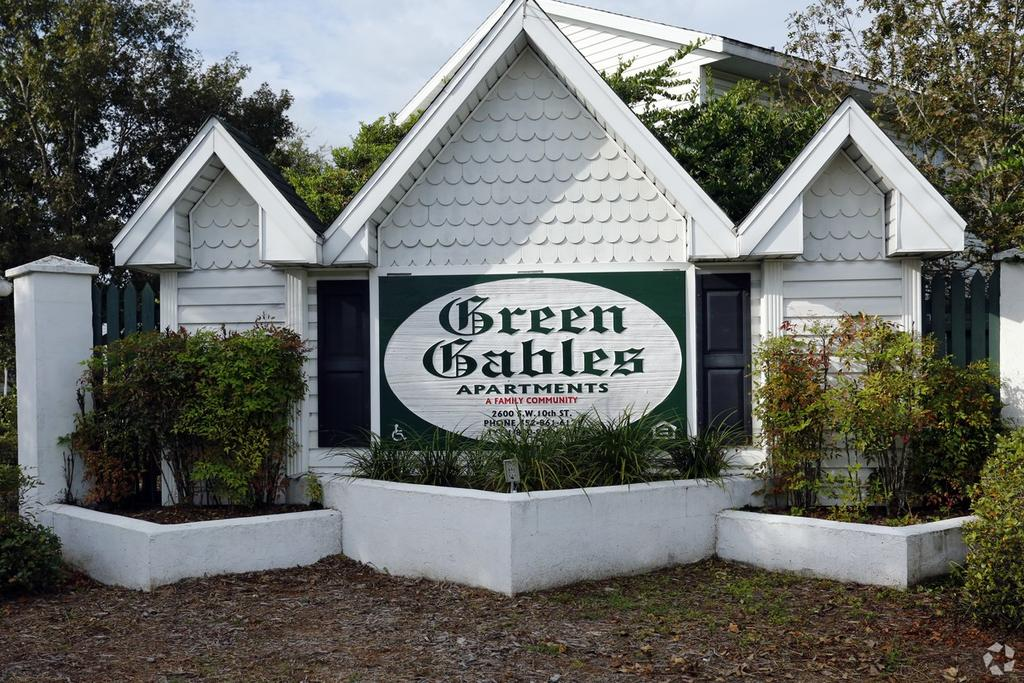 Green Gables Apartments | 2600 SW 10th St | Apartment for ...