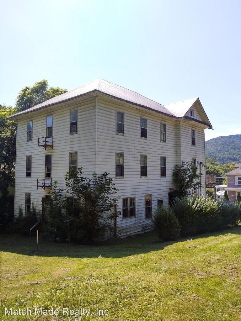 805 10th Ave, Marlinton, WV 24954