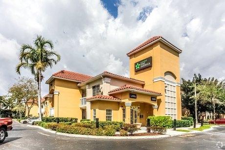 6605 NW 7th St, Miami, FL 33126
