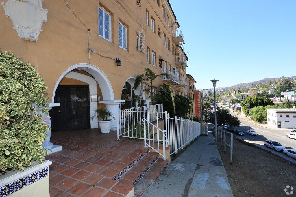 Cau Alto Nido Apartments 1851 Ivar Ave Apartment For Rent Doorsteps