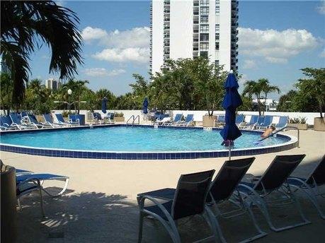 3731 N Country Club Dr Apt 2026 Aventura, FL 33180