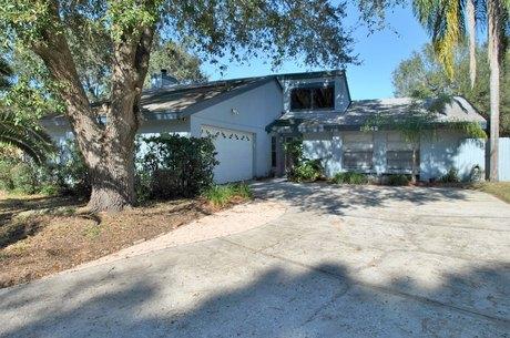 15642 Bear Creek Dr, Tampa, FL 33624