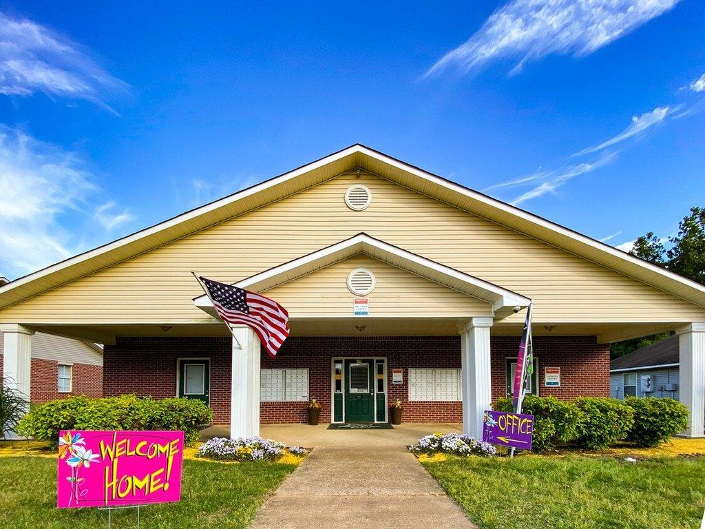 4715 Hedges Dr, Memphis, TN 38128