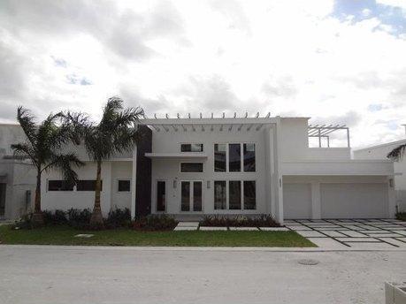 8256 Nw 34th St Miami, FL 33122