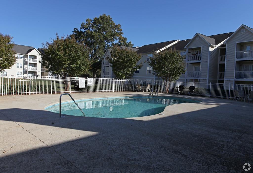 710-950 Southwood Oaks Ln, Charlotte, NC 28212