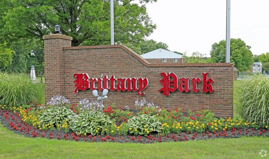 35255 Brittany Park Dr, Harrison Township, MI 48045