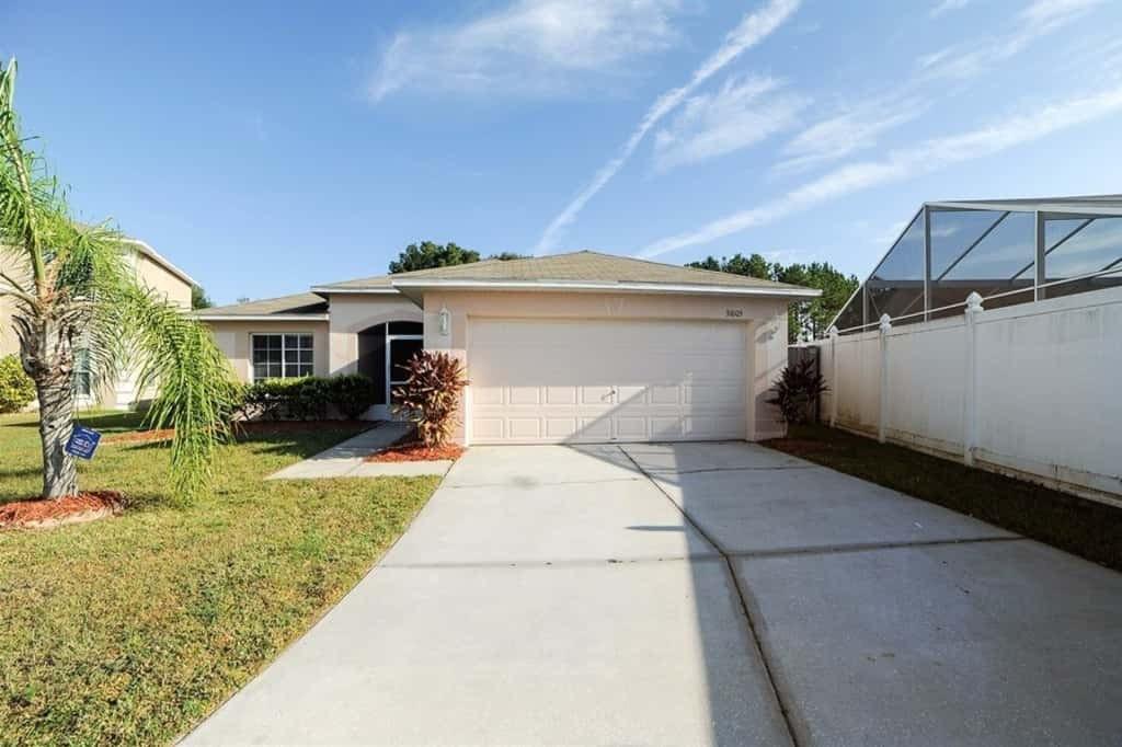 31005 Midtown Ct, Zephyrhills, FL 33545