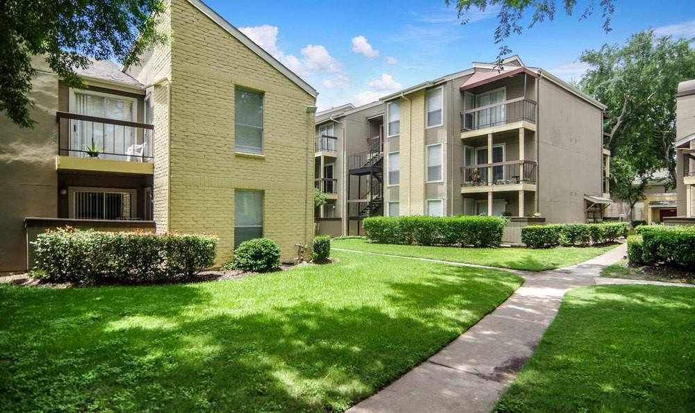 10901 Meadowglen Ln, Houston, TX 77042