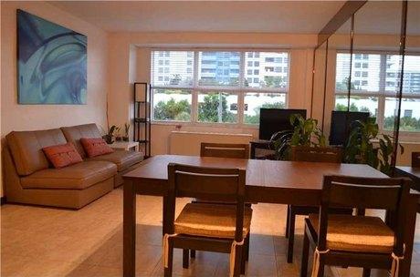 1250 West Ave Apt 3d Miami Beach, FL 33139