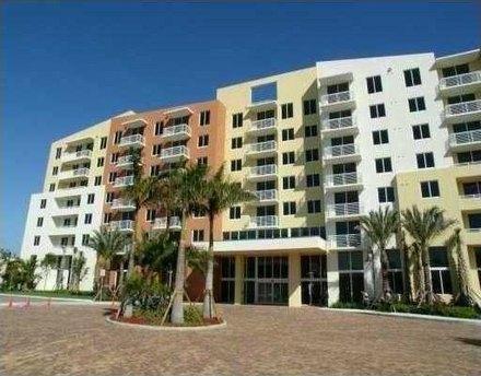 2775 Ne 187th St Miami, FL 33180