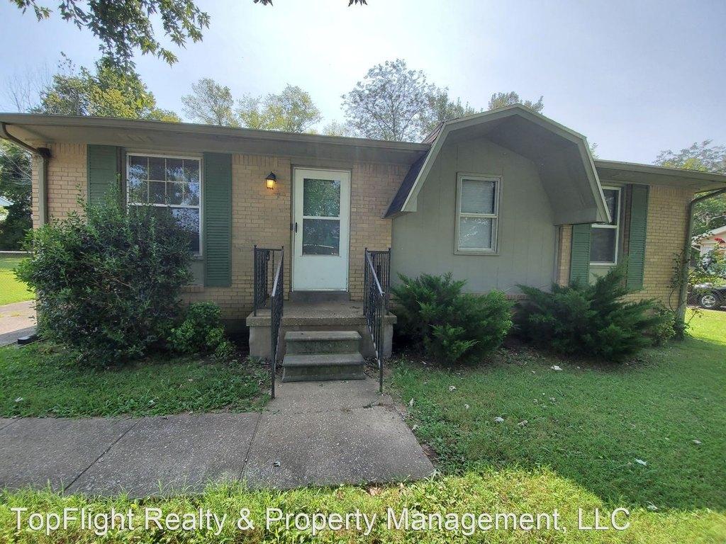 923 Rose Dr, Hopkinsville, KY 42240