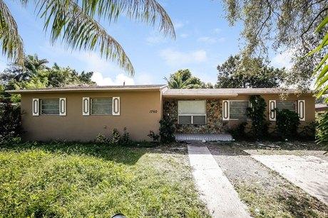 1760 Nw 109th St Miami, FL 33167