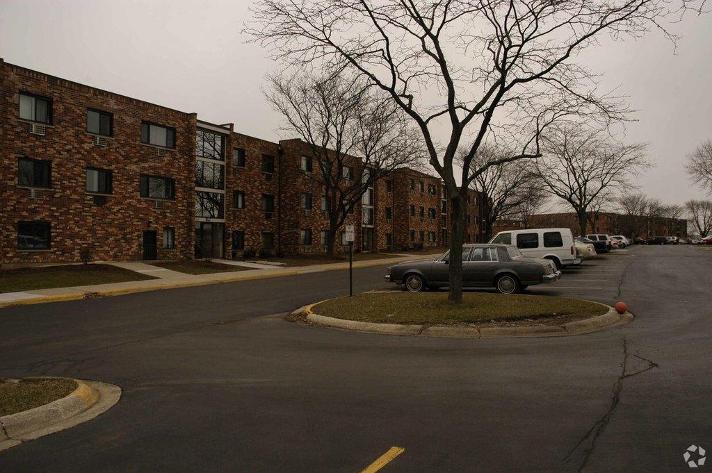 244-288 E Saint Charles Rd, Carol Stream, IL 60188