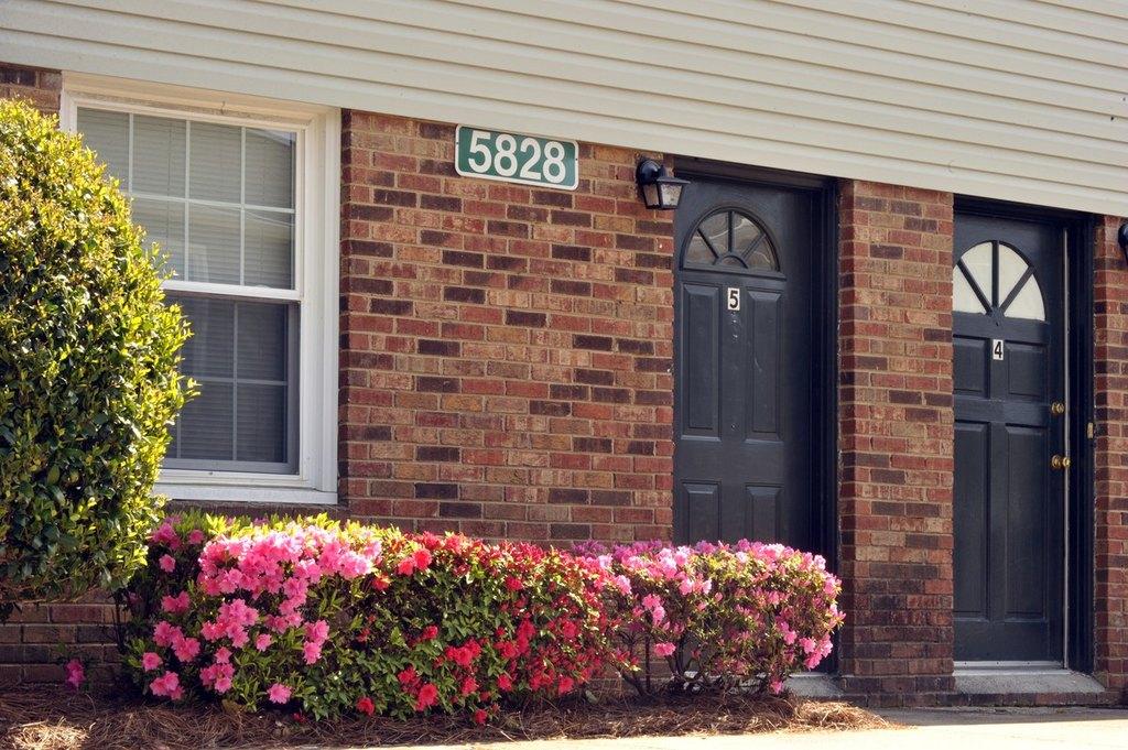 5723 Cedars East Ct, Charlotte, NC 28212