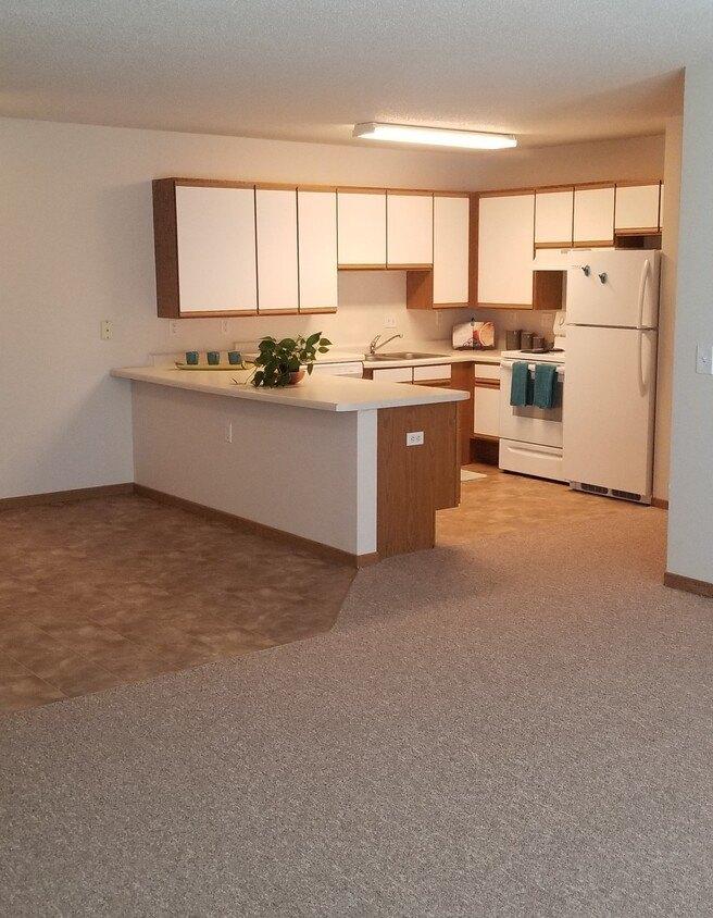 4202 Clearwater Rd, Saint Cloud, MN 56301