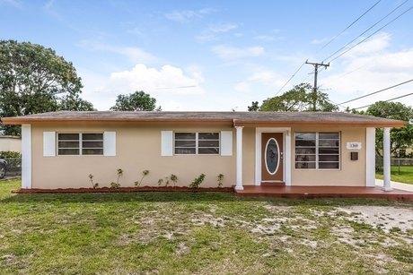 1360 Nw 173rd Ter Miami, FL 33169