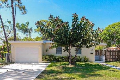 1801 NE 175th St, North Miami Beach, FL 33162