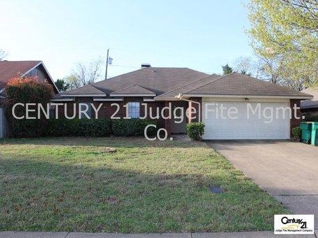 671 N Brookside Dr Cedar Hill, TX 75214