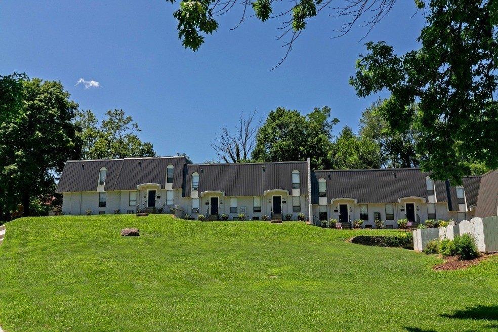1200 LA Fontenay Ct, Louisville, KY 40223