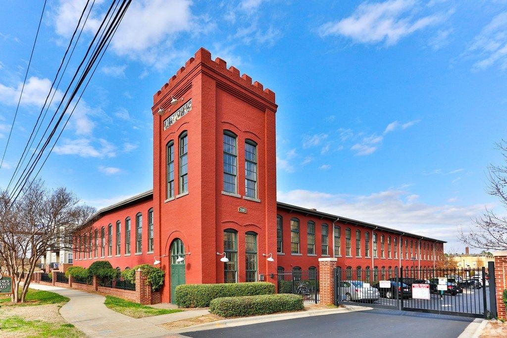 220 Alpha Mill Ln, Charlotte, NC 28206