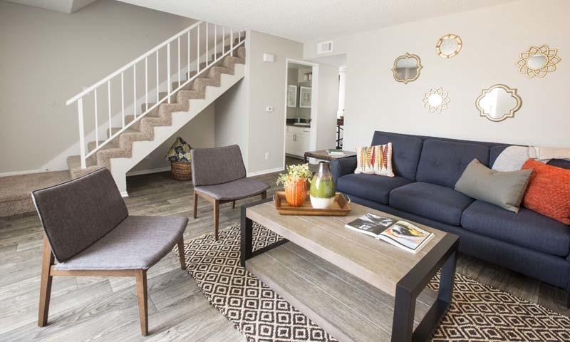 Villa grande townhomes 18641 saticoy st apartment for - 3 bedroom apartments san fernando valley ...