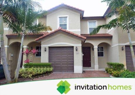 1040 NE 207th Ter, Miami, FL 33179
