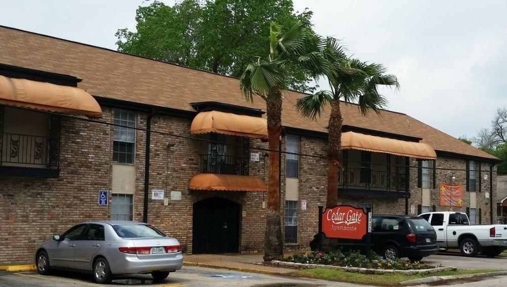 1325 Cedar Post Ln, Houston, TX 77055