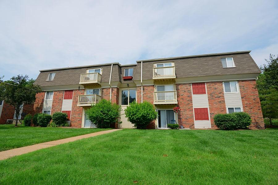 398 Enchanted Pkwy, Manchester, MO 63021