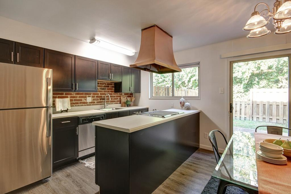 7880 Chatwell Dr, Saint Louis, MO 63119