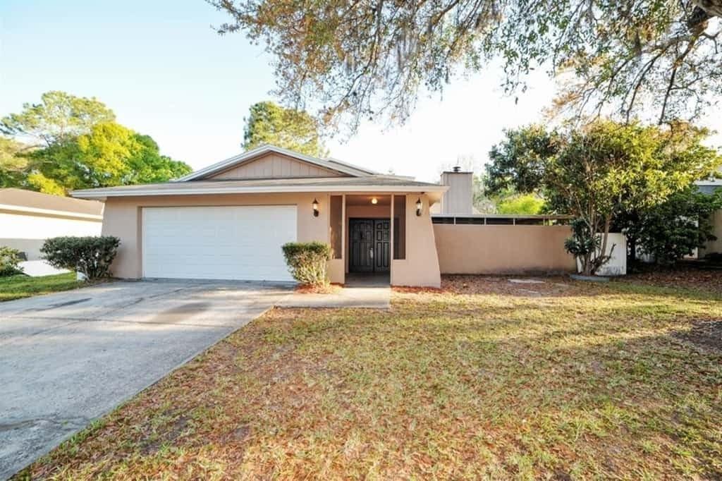 4913 Rockledge Cir, Tampa, FL 33624