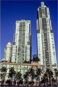 244 Biscayne Blvd Miami, FL 33132