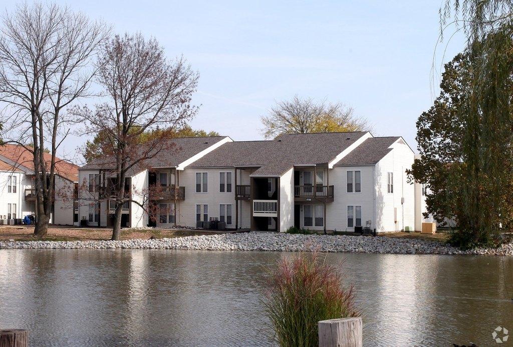 Stone Lake | 2913 E Hanna Ave | Apartment for Rent