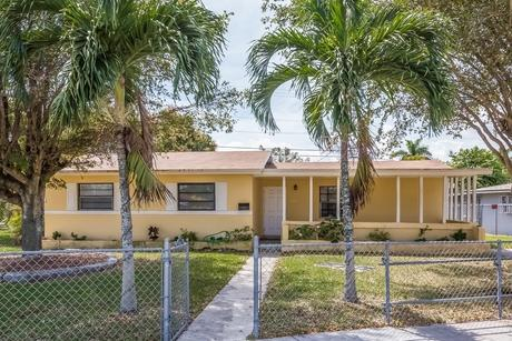10200 Sw 167th Ter Miami, FL 33157